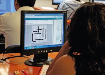La modalidad en línea permite a cada estudiante organizar su horario de estudio